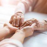 Disabilità, la legge dice: il familiare che assiste è un prestatore volontario di cura senza tutele sicure
